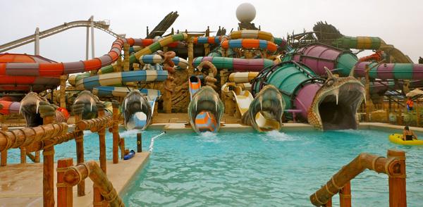 Des parcs aquatiques incroyables for Camping la foret fouesnant avec piscine