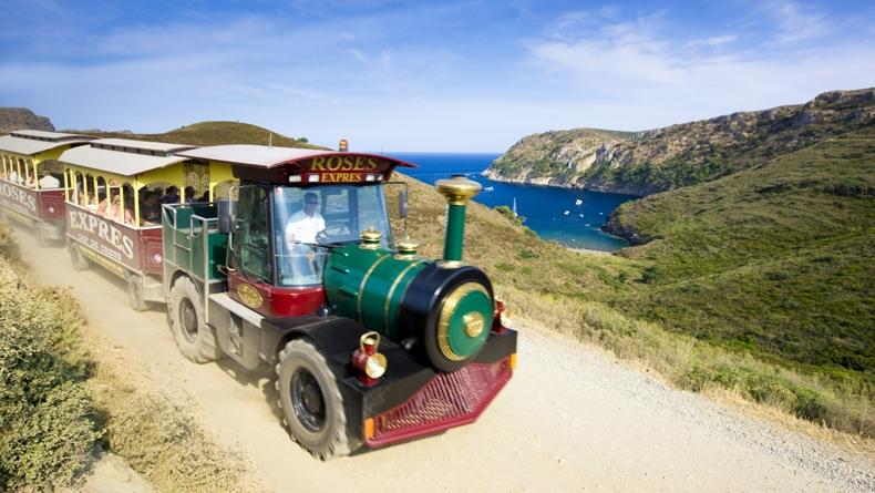La Baie de Rosas en train touristique © http://visit.roses.cat