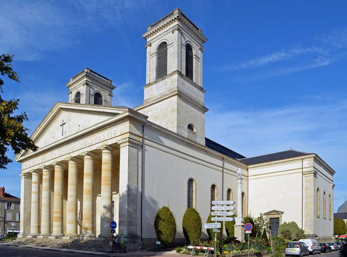 800px-Église_Saint-Louis_(façade_droite)_-_La_Roche-sur-Yon
