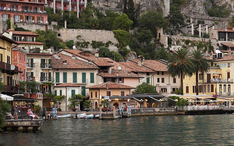 800px-Limone_sul_Garda_-_Porto_Vecchio_alla_sera