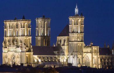 Cathédrale_Notre-Dame_de_Laon_at_night-5675